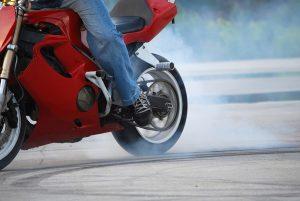 Jovens são quase metade das vítimas de acidentes em motos