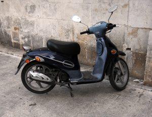 PL reduz pela metade tempo de curso para condutor de moto de 50 cilindradas