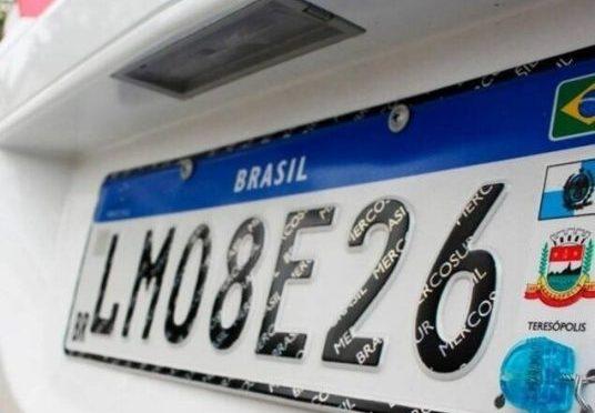 Pandemia freia ritmo de implantação das placas Mercosul