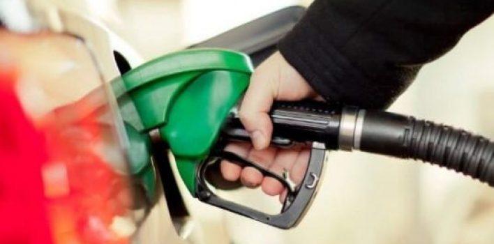 Gasolina sobe quase 10% e etanol supera R$ 4,00 em março
