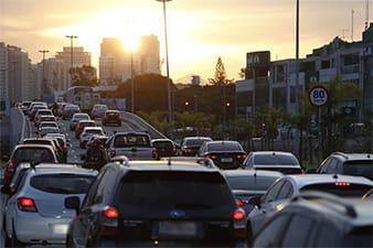 Aumento do uso de aplicativos reduz mortes no trânsito, diz pesquisa