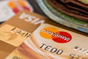 Denatran regulamenta pagamentos de multas com cartão de débito e crédito