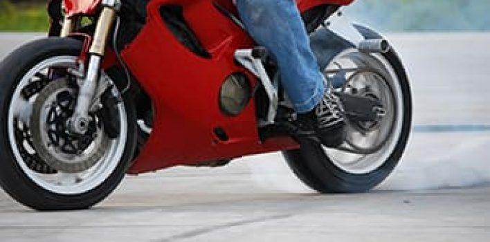 Dia do motociclista: estudo aponta erros comuns que podem acabar em acidentes