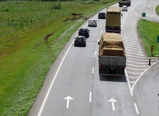 PRF orienta sobre como transitar pela faixa da esquerda