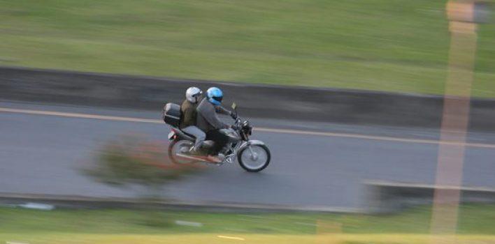 Nova lei de trânsito: conduzir motocicleta com farol apagado não será mais infração gravíssima