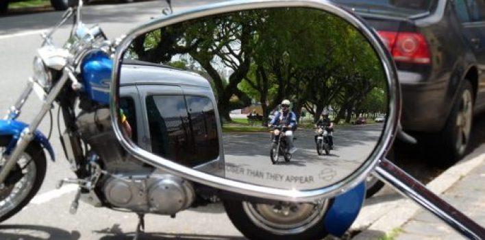 Por que o motociclista é a grande vítima do trânsito brasileiro?
