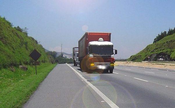 PL aprovado: CNH valerá por 10 anos também para motoristas profissionais