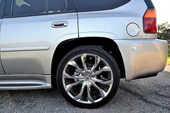 Saiba por que caminhonetes e SUVs que trafegam em locais alagados precisam trocar o óleo do eixo diferencial