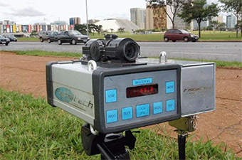 Senador questiona na Justiça suspensão de radares móveis nas rodovias federais