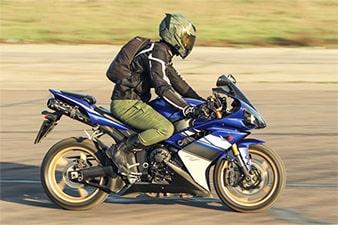 Quais são as infrações mais comuns cometidas por motociclistas?