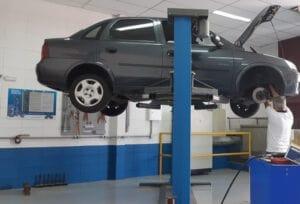 Revisão preventiva nos itens de suspensão garante segurança do veículo